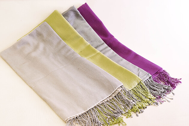 buy pashmina as souvenirs from nepal